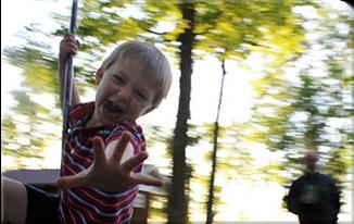 playgroundequipment_swing-u7423